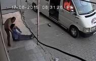 Hastalanan Adamı Minibüsten Attılar